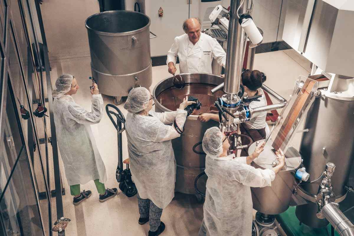 Zotter Chocolate Factory: Employees making chocolate