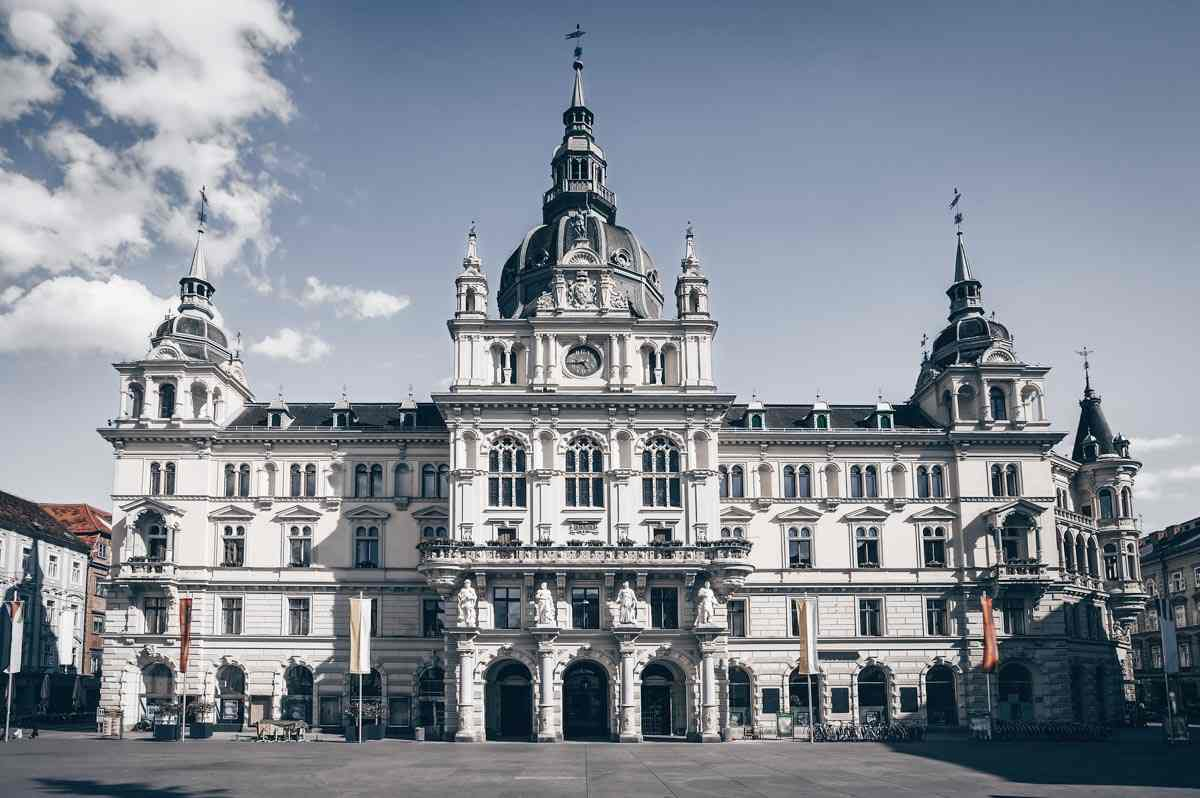 Graz sightseeing: The majestic City Hall (Grazer Rathaus) in the Main Square