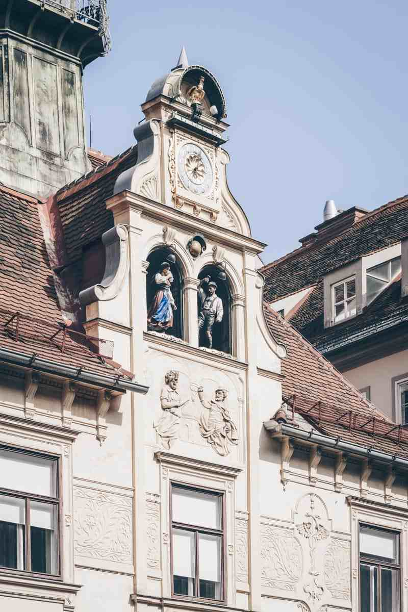 Graz Glockenspiel: Couple in traditional Styrian attrire dancing to folk music
