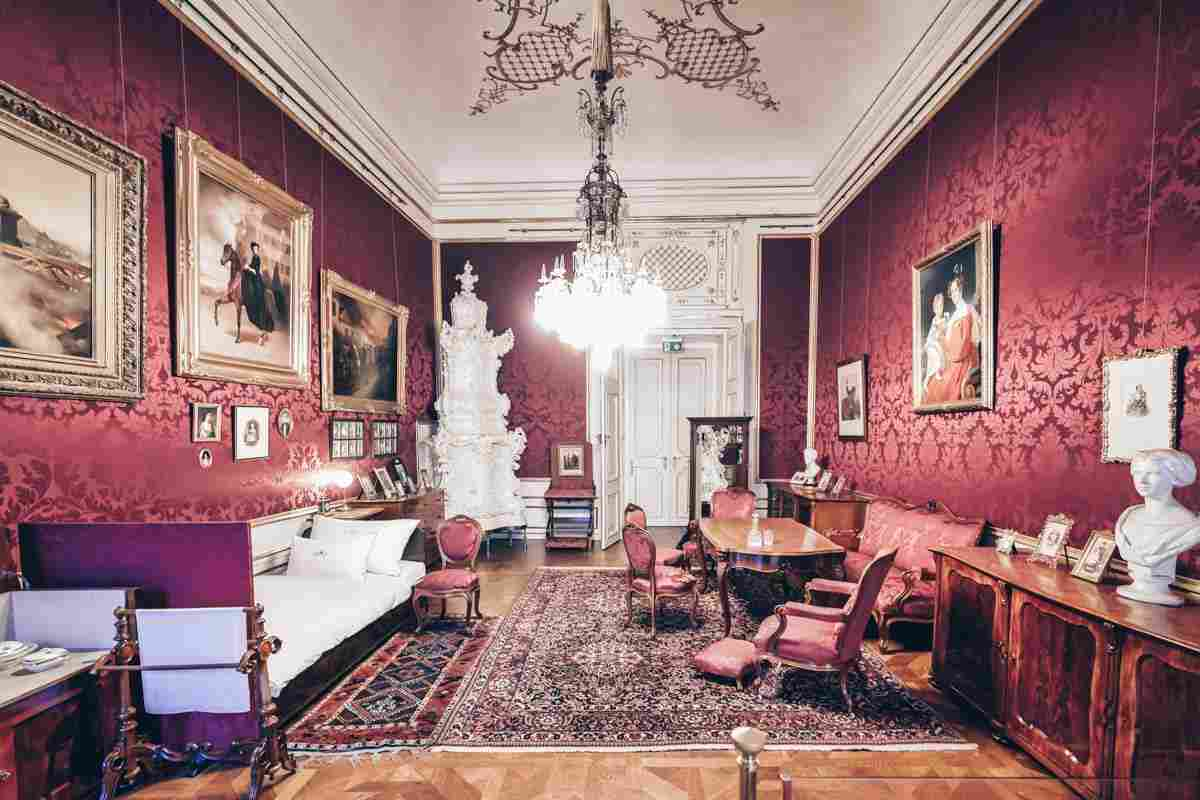 Antique furnishings of the Imperial Apartments of Hofburg Palace. PC: Marco Brivio - Dreamstime.com