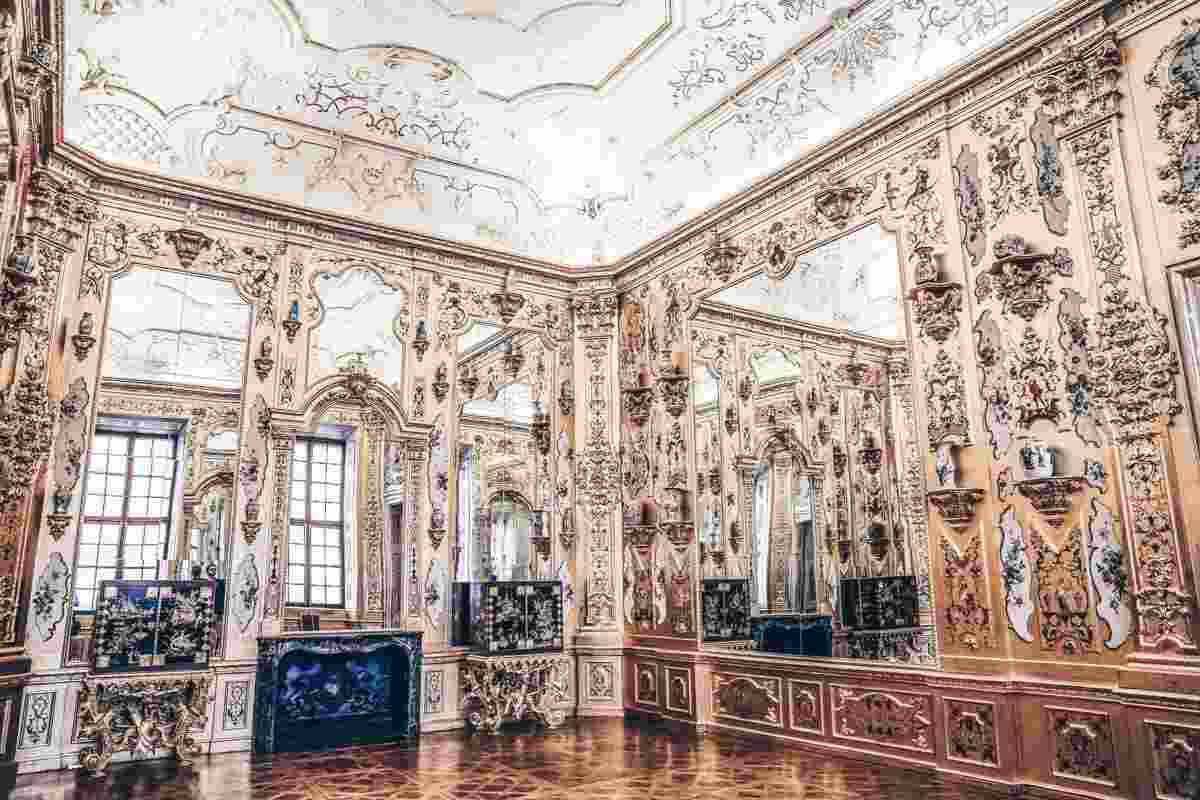 Gold walls, giant mirrors and grotesque paintwork of the Golden Cabinet in the Lower Belvedere. PC: Svetlana Photo - Dreamstime.com