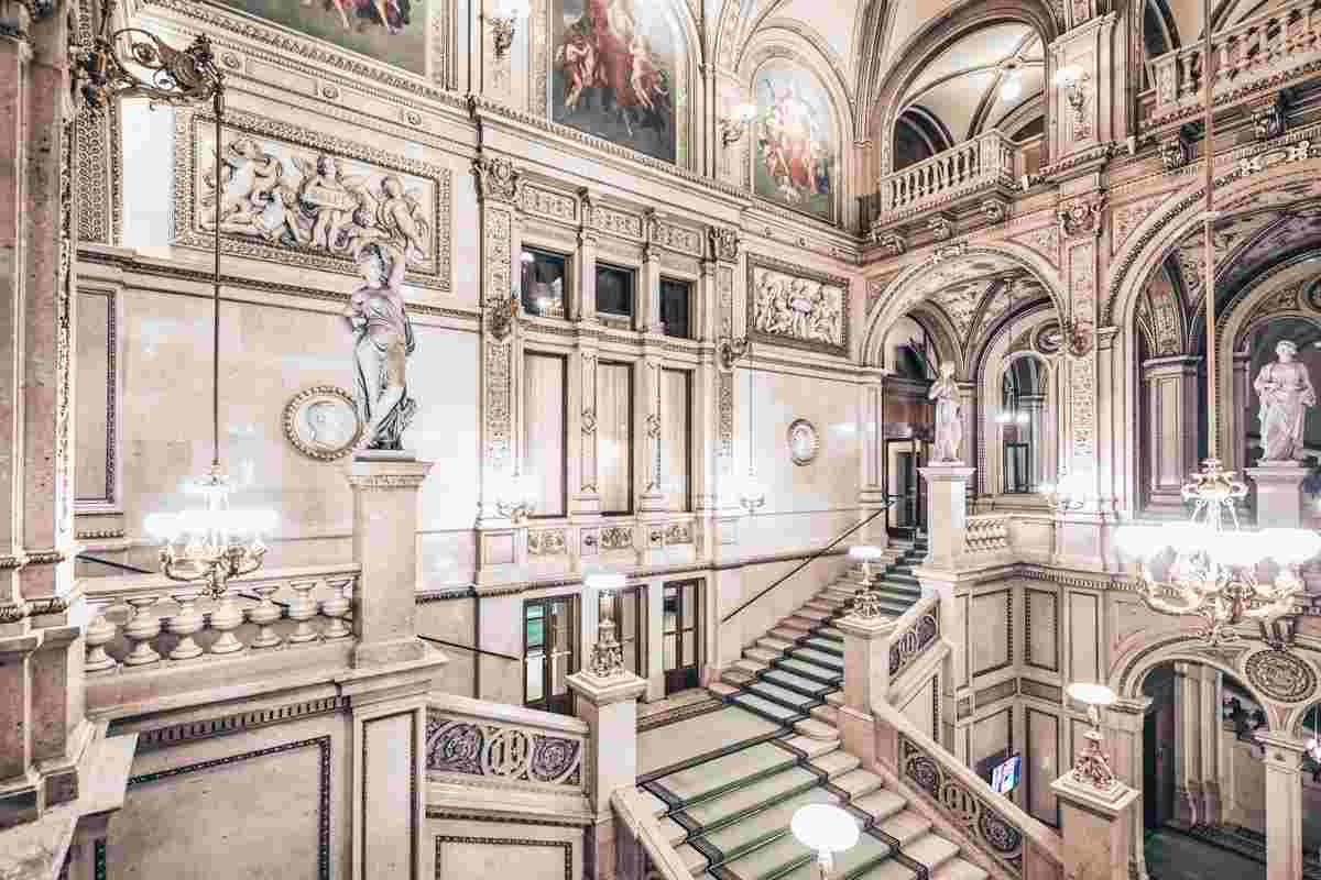 The sumptuously decorated staircase of the Vienna State Opera. PC: Marco Brivio - Dreamstime.com