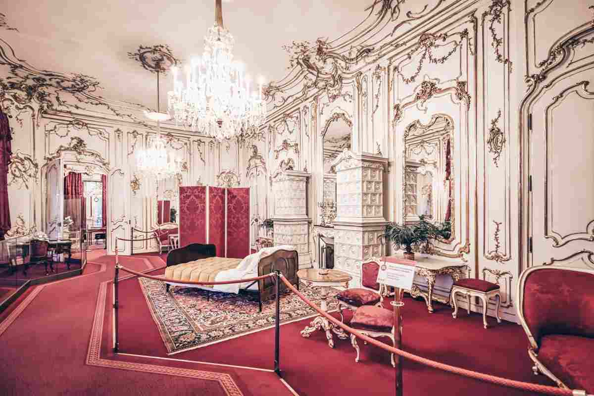 The richly decorated furnishings and interior of the Imperial Apartments of Hofburg Palace. PC: Marco Brivio - Dreamstime.com
