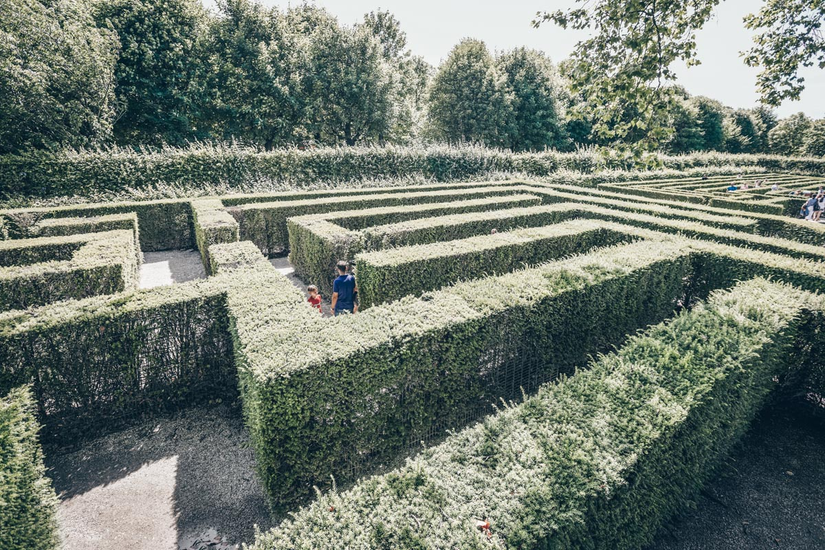 Neatly trimmedhedges of the Schönbrunn Palace Park in Vienna. PC: Balakate/shutterstock.com