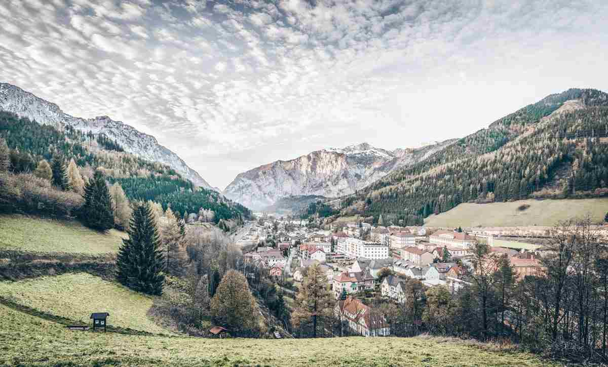 Things to see in Austria: Panoramic view of the town of Eisenerz and surrounding mountains