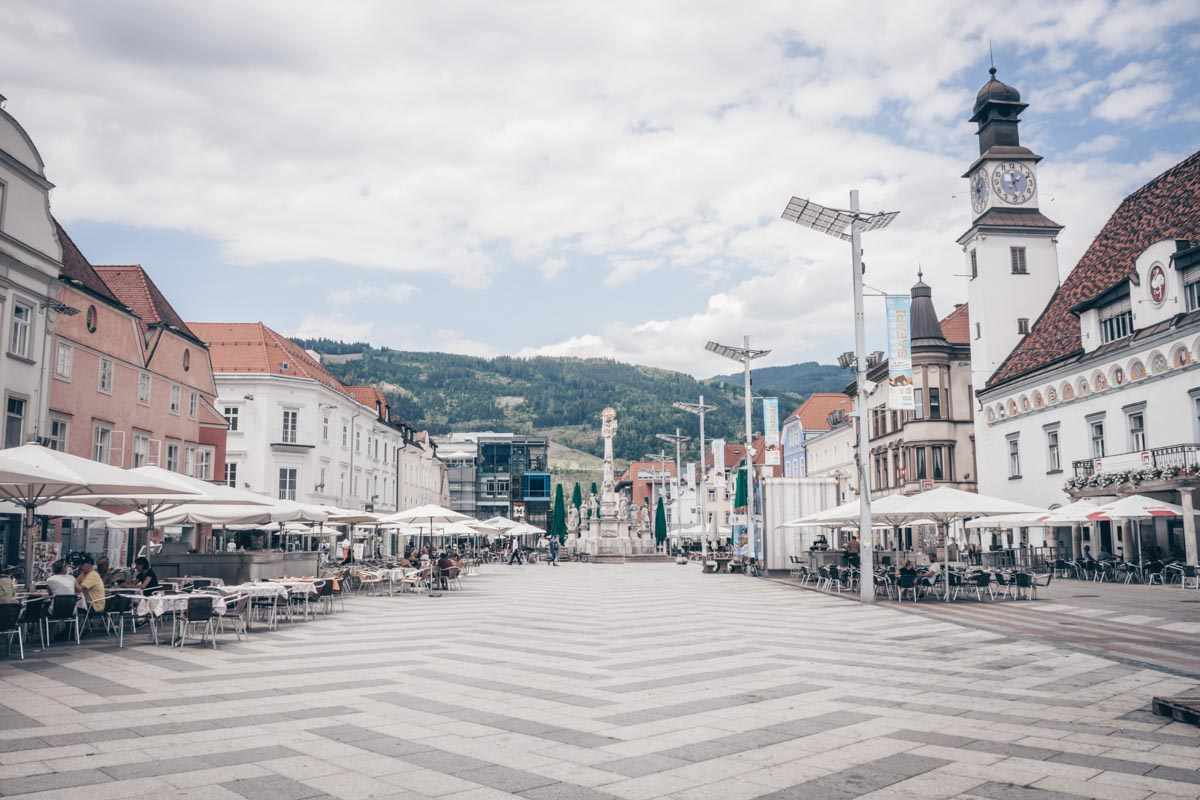 The rectangular main square of Leoben that is lined with many attractive old buildings