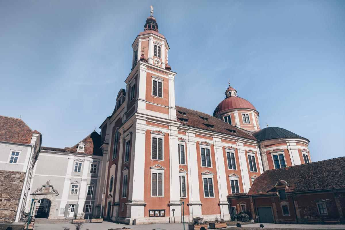 Day Trips from Graz: Exterior of the imposing St. Veit's Church in Pöllau