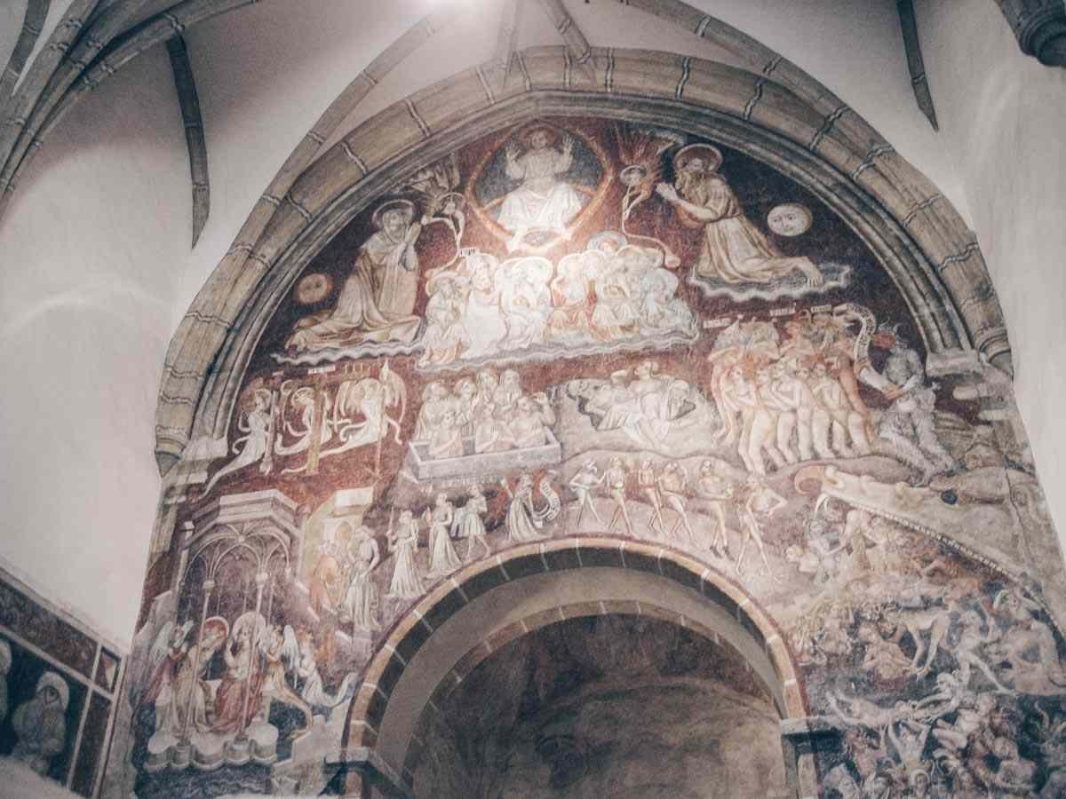 Bruck an der Mur: The splendid Last Judgement fresco inside St. Rupert's Church. PC: Marion Schneider & Christoph Aistleitner / CC BY-SA (https://creativecommons.org/licenses/by-sa/2.5), via Wikimedia Commons