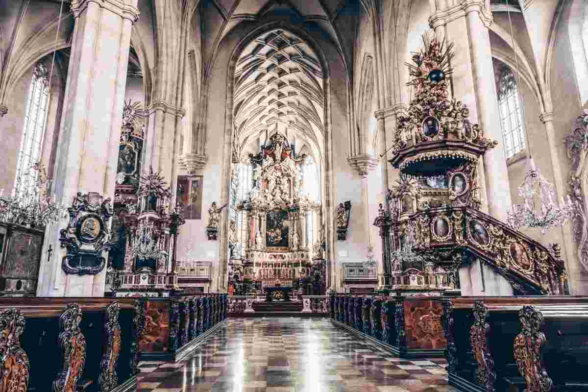 Things to do in Graz: The lovely Baroque and Gothic interior of the Graz Cathedral