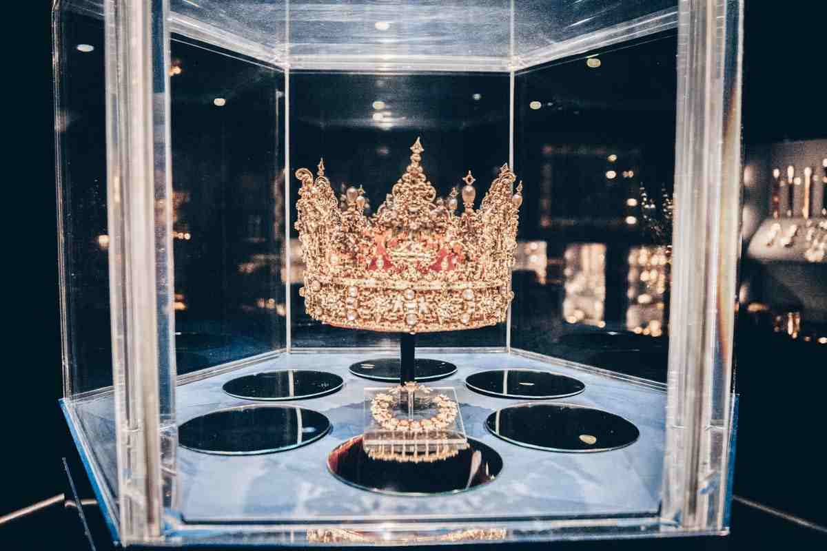 Christian IV's spectacular diamond-encrusted crown on display at Rosenborg Castle