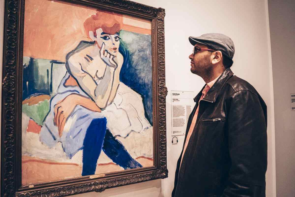 Man admiring the Portrait of Madame Matisse painting at the Danish National Gallery