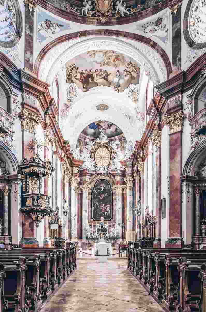 The ornate Baroque interior of the collegiate church of Altenburg Abbey. PC: Uoaei1 / CC BY-SA (https://creativecommons.org/licenses/by-sa/4.0), via Wikimedia Commons