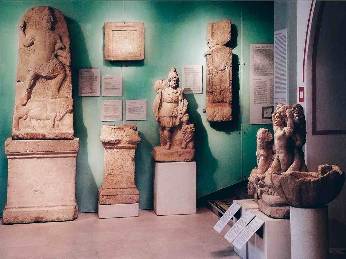 Roman busts, reliefs and sculptures on display at Museum Carnuntinum. PC: Kit36a at Hungarian Wikipedia / CC BY-SA (https://creativecommons.org/licenses/by-sa/3.0), via Wikimedia Commons