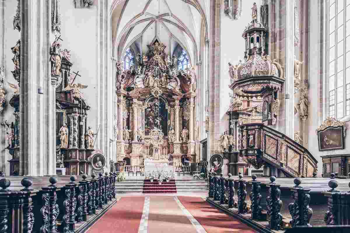 The rich Baroque-Gothic interior of the Piarist Church in Krems an der Donau. PC: Meinzahn - Dreamstime.com