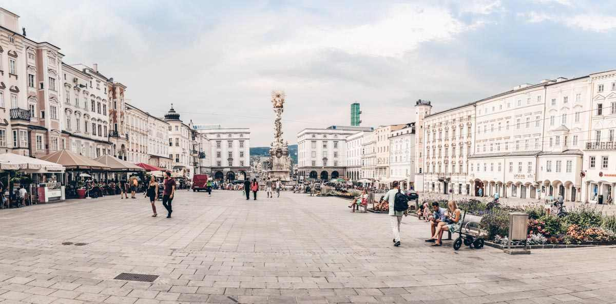 Panoramic view of the beautiful main square of Linz. PC: Askoldsb - Dreamstime.com
