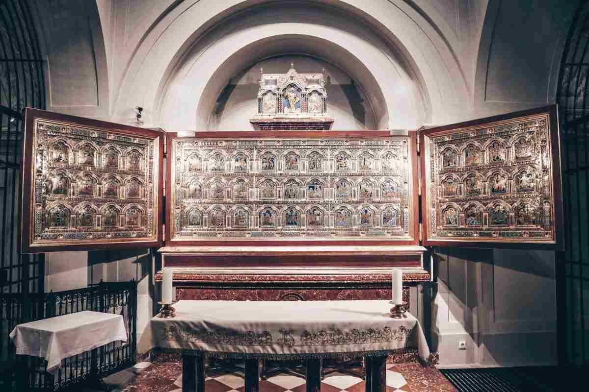 Klosterneuburg Abbey Church: Stunning winged Verdun Altar. PC: Hans A. Rosbach/CC-BY-SA 3.0 / CC BY-SA (https://creativecommons.org/licenses/by-sa/3.0), via Wikimedia Commons