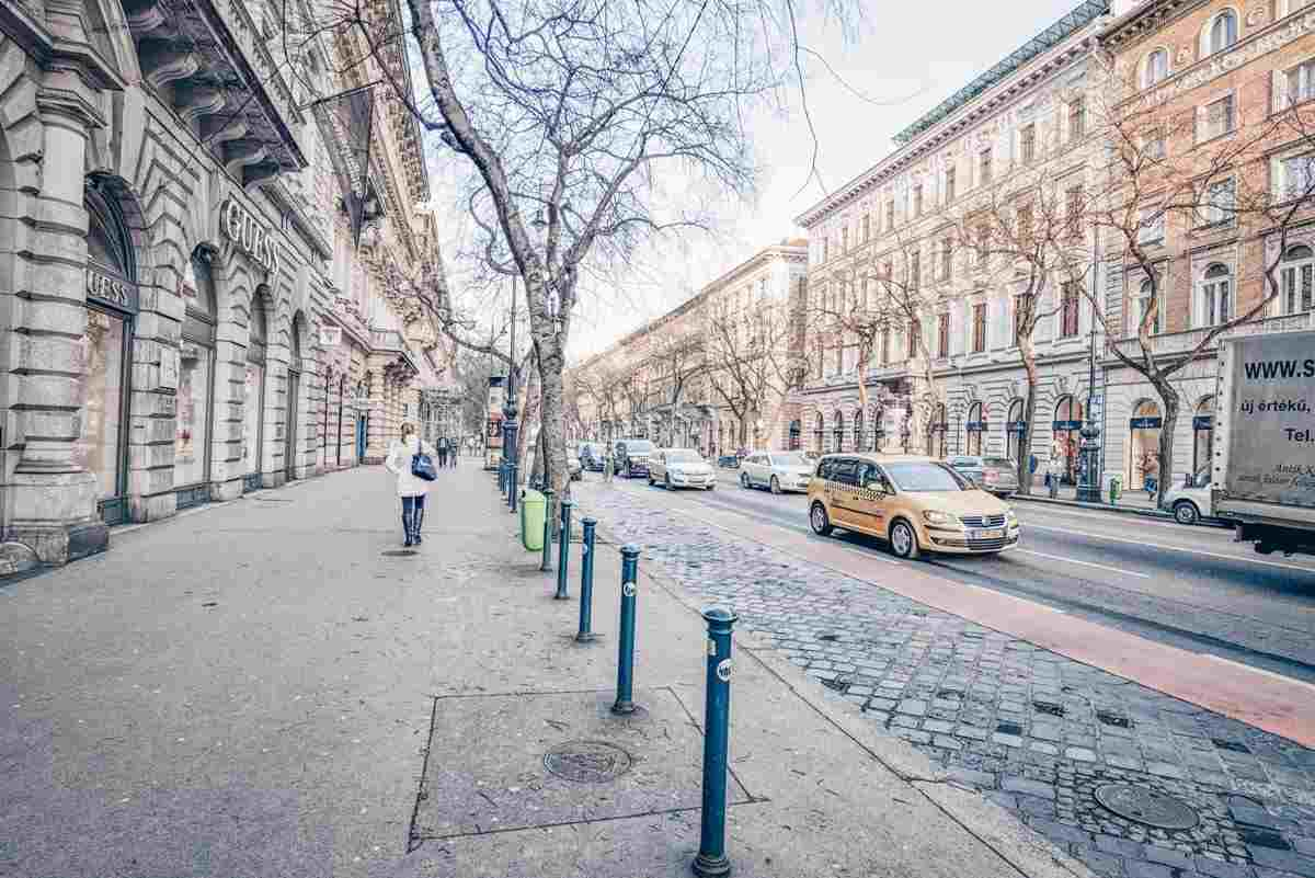 People and cars along the grand Andrassy Avenue in Budapest. PC: Xin Hua - Dreamstime.com