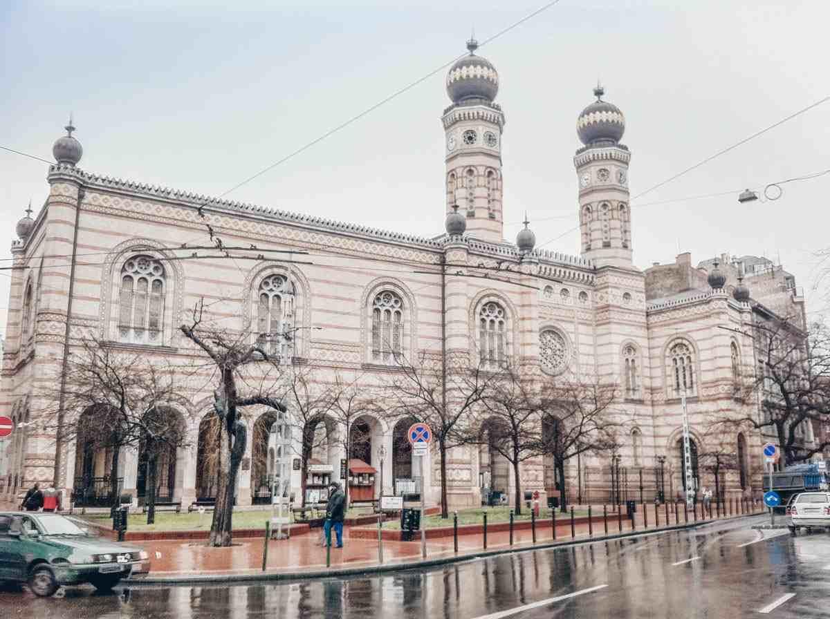 Budapest points of interest: The striking Byzantine-Moorish building of the Dohany Street Synagogue