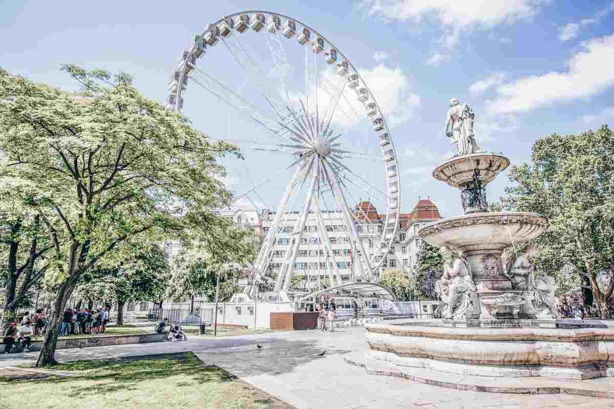 The Neo-Renaissance Danube Fountain and giant Ferris Wheel in Elizabeth Square. PC: Rosshelen - Dreamstime.com