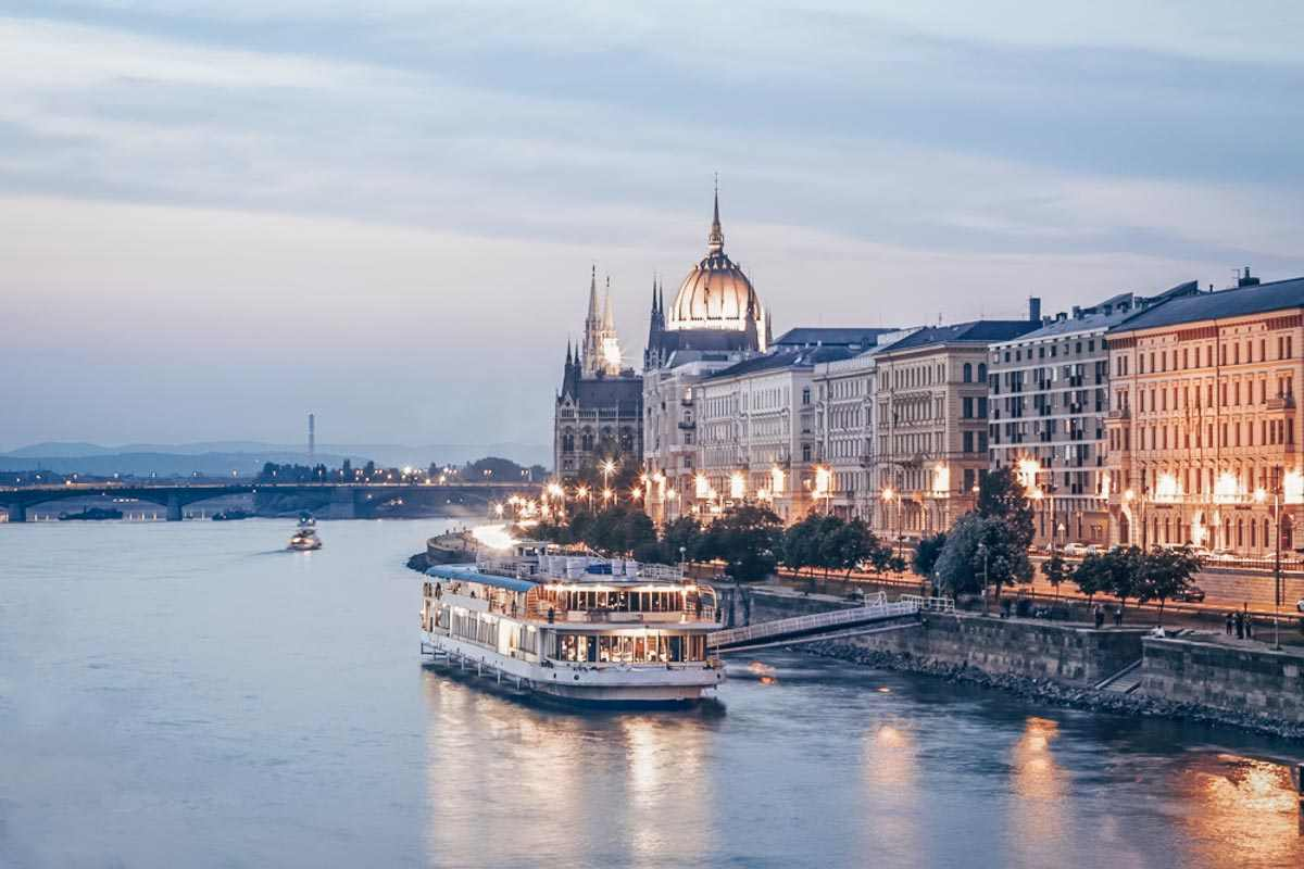 Budapest sightseeing: Cruise river boats on the Danube River in the evening