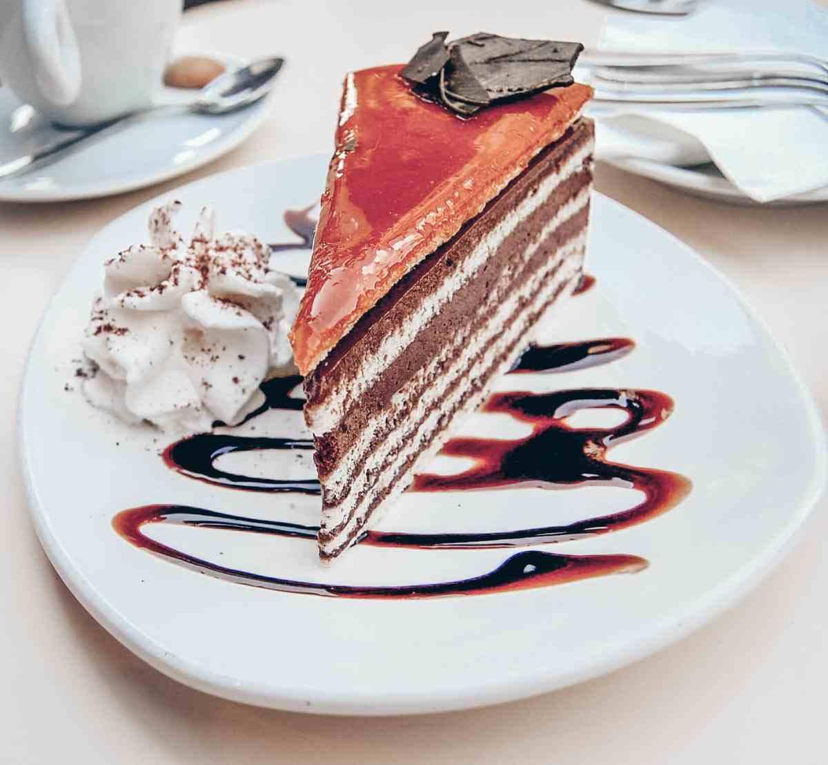 Hungarian cakes: The yummy Dobos Cake