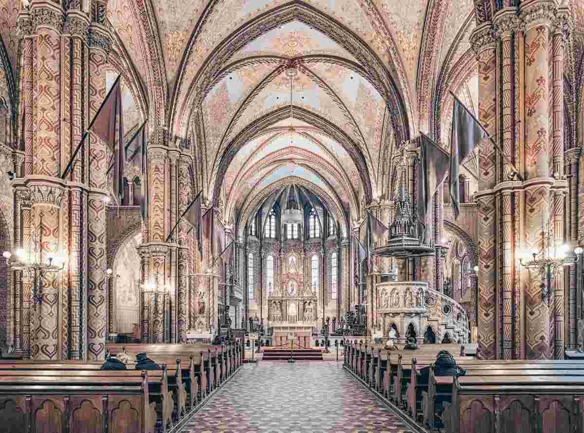 Budapest churches: Sumptuous interior inside the nave of the Matthias Church. PC: Mikhail Markovskiy /Shutterstock.com