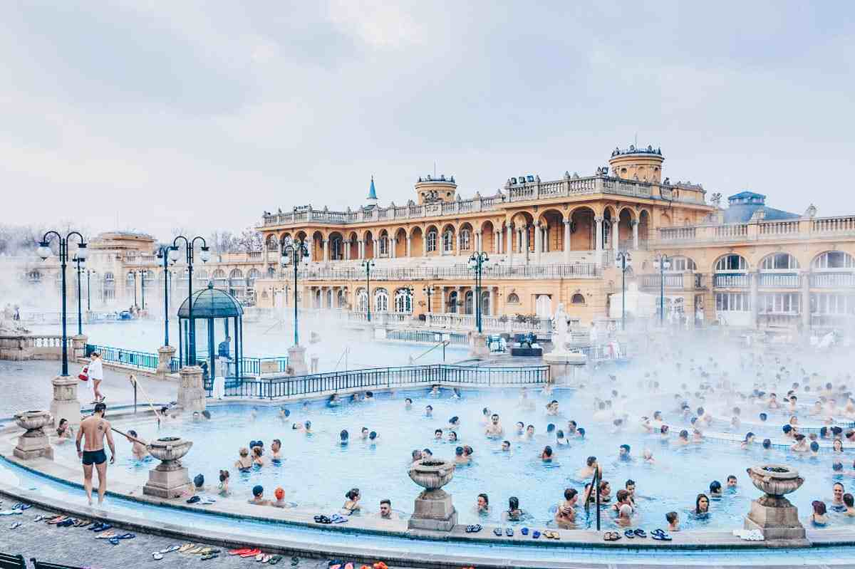 Visit Budapest: People relaxing in the outdoor pools of the Szechenyi Thermal Baths. PC: Izabela23/Shutterstock.com