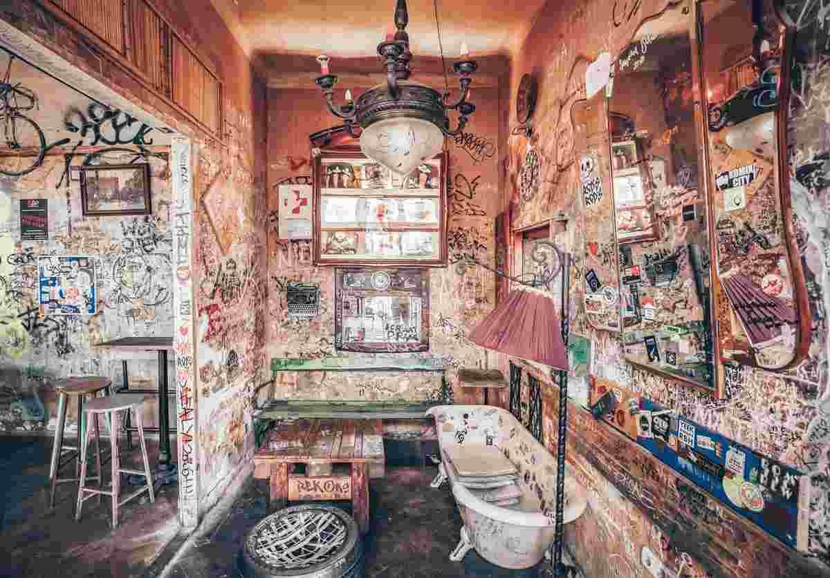 Budapest must-see: The funky interior of Szimpla Kert ruin bar. PC: Arkadi Bojaršinov - Dreamstime.com