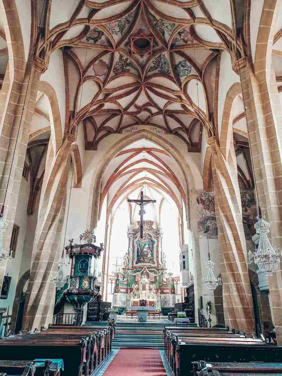 Steiermark Sehenswürdigkeiten: Das innere der romanische Pfarrkirche Leoben-Göss