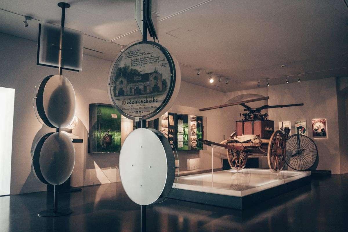 Steiermark Sehenswürdigkeiten: Das innere der Kunsthalle in Leoben