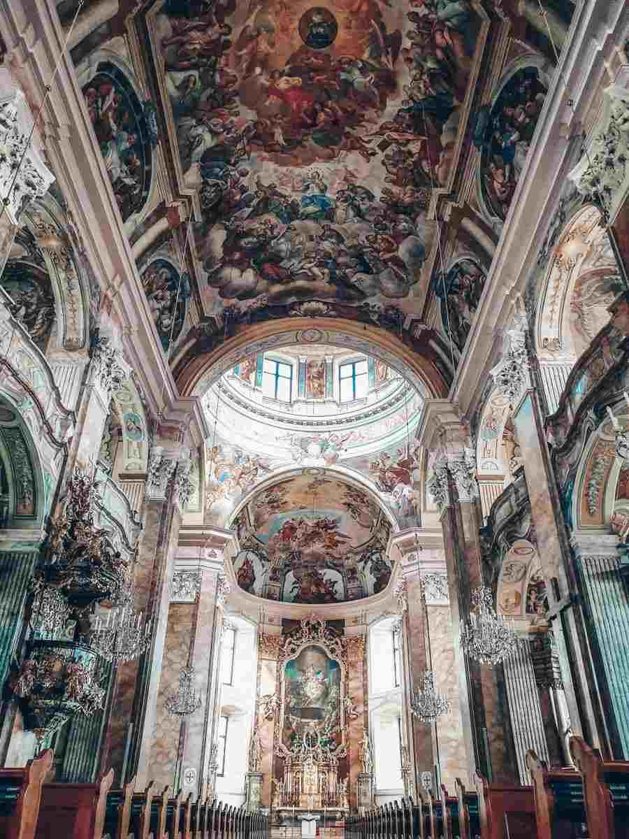 Ausflugsziele Steiermark: Das innere der St. Veit-Kirche in Pöllau