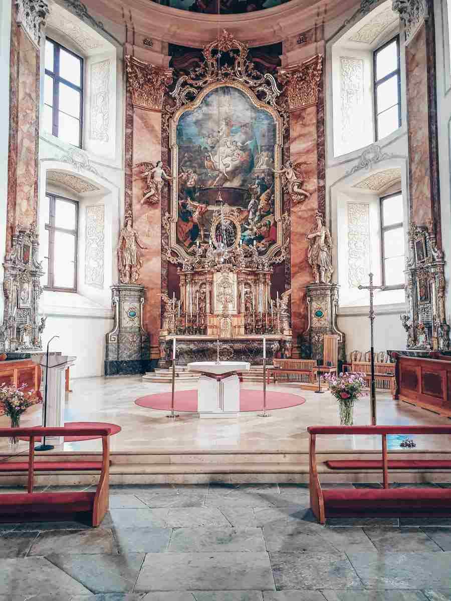 Ausflugsziele Steiermark: Das vergoldete Altarbild der St. Veit-Kirche in Pöllau