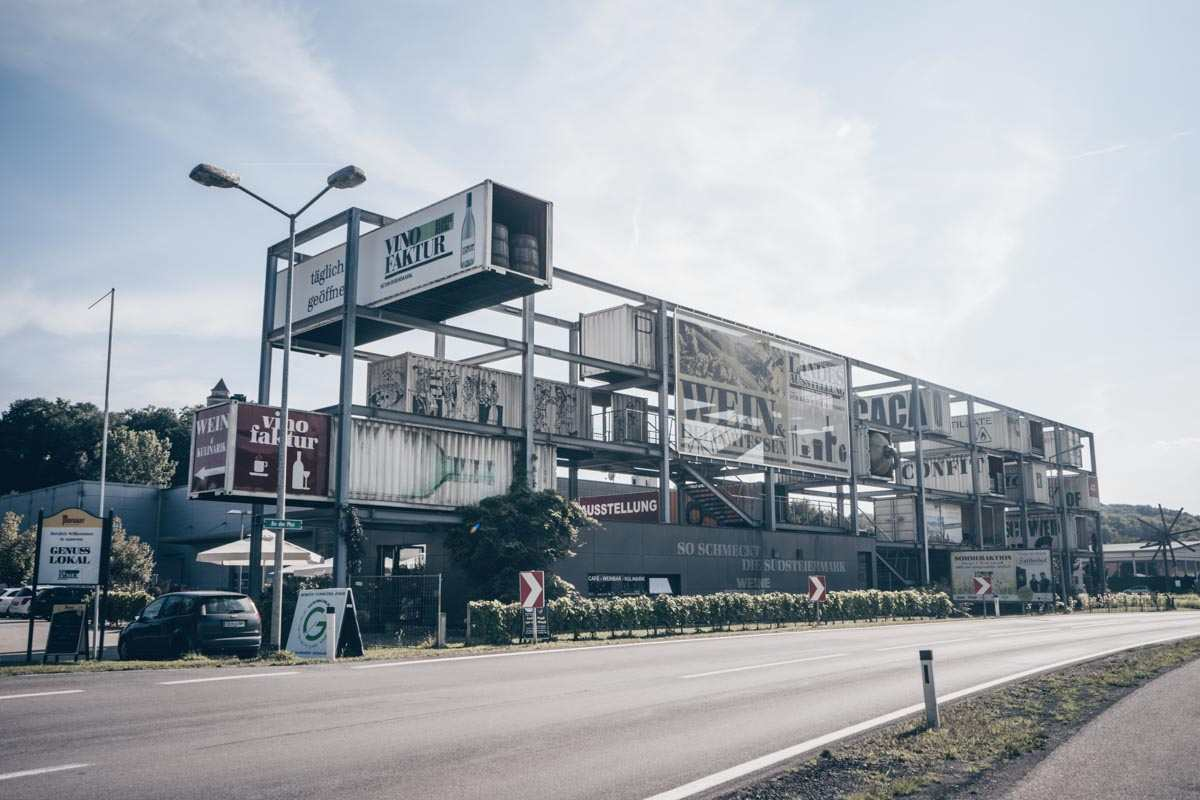 Steiermark Sehenswürdigkeiten: Die Vinofaktur Genussregal, die größte Weinhandlung der Steiermark