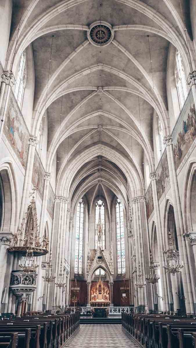 Graz Churches: The nave in the cavernous interior of Herz-Jesu Kirche