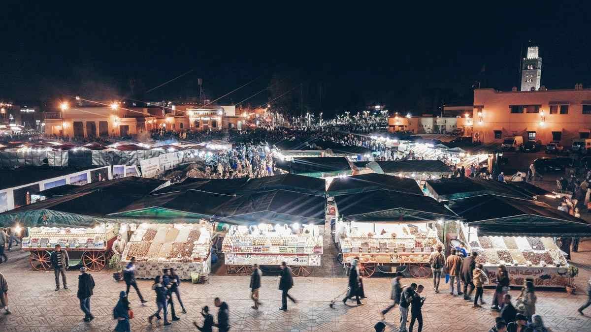 Marrakesh: Crowds of people in Jemaa el Fna at night