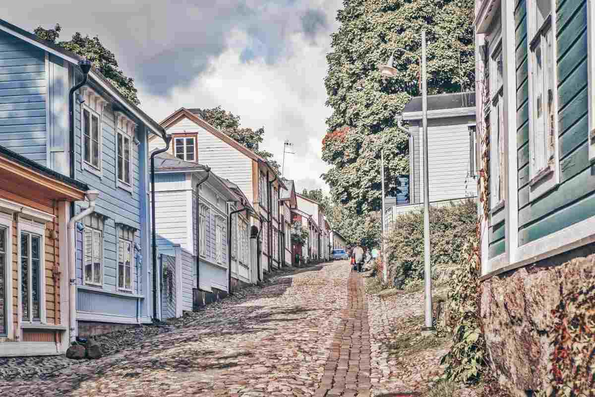 Porvoo: Colorful wooden houses along narrow cobblestone streets in the Old Town