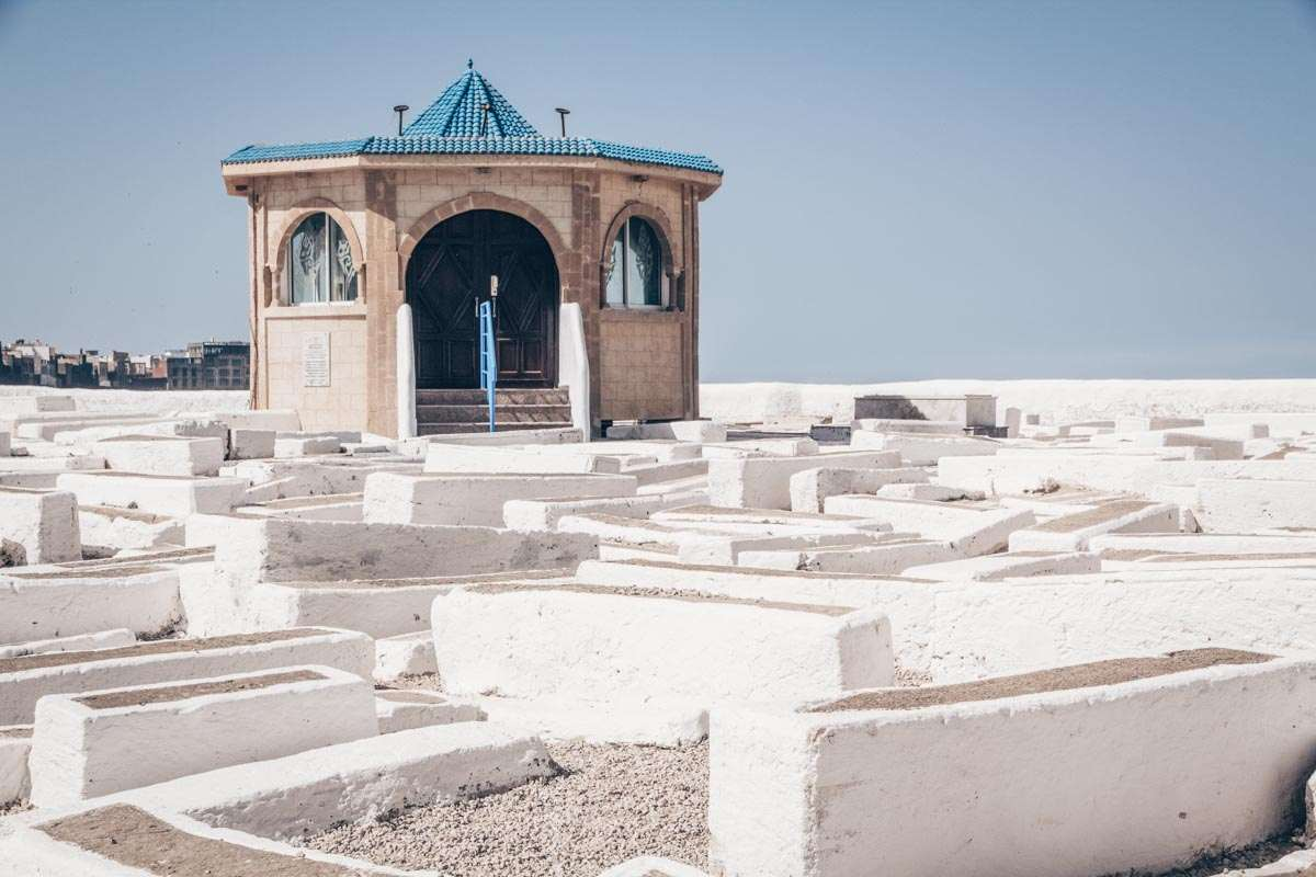 Essaouira: Row after row of whitewashed graves spread across the Jewish cemetery