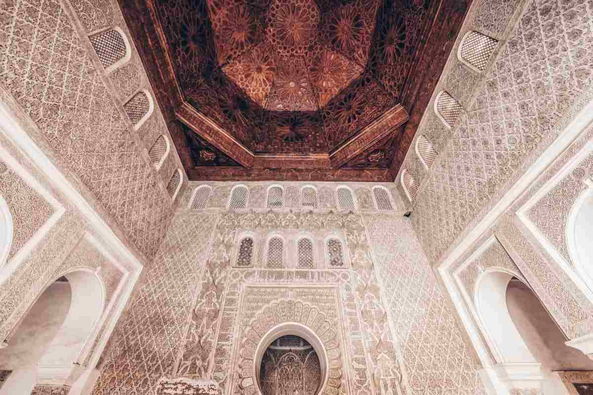 Marrakech: Elaborately decorated prayer hall of Medersa Ben Youssef