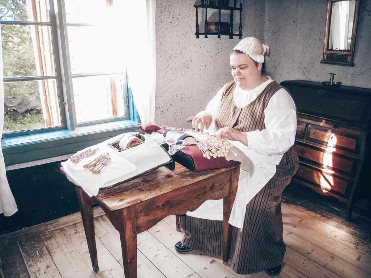 Luostarinmäki Handicrafts Museum: Employee demonstrating a craft. PC: Bysmon, CC BY-SA 4.0 <https://creativecommons.org/licenses/by-sa/4.0>, via Wikimedia Commons