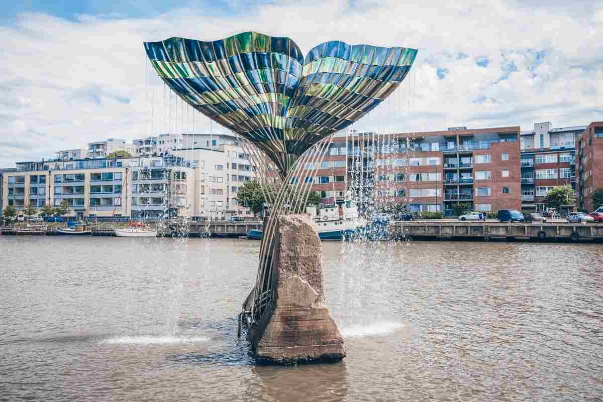 Turku: The whale-tail shaped Harmonia Fountain in the Aura River. PC: Karasev Viktor/Shutterstock.com