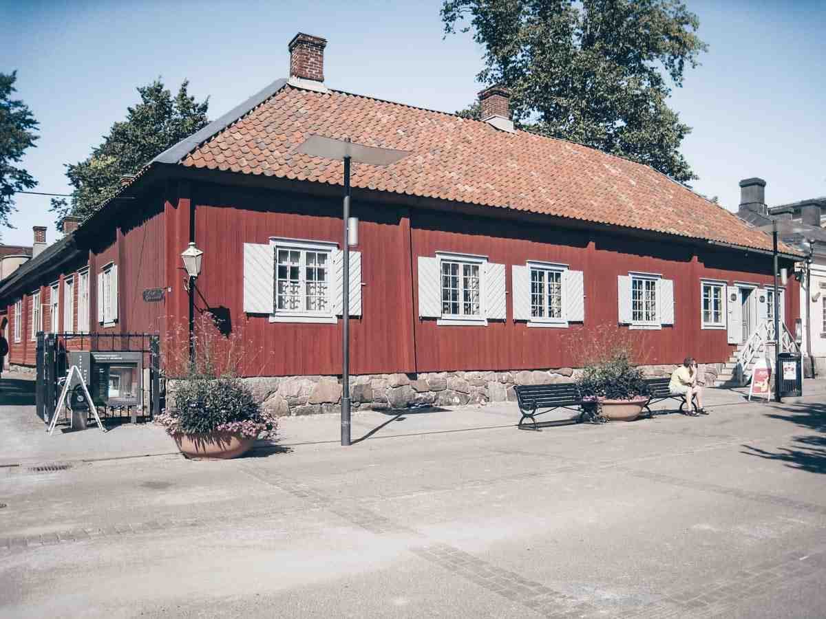 Turku: Qwensel House, Turku's oldest surviving wooden building. PC: Bysmon, CC BY-SA 4.0 <https://creativecommons.org/licenses/by-sa/4.0>, via Wikimedia Commons