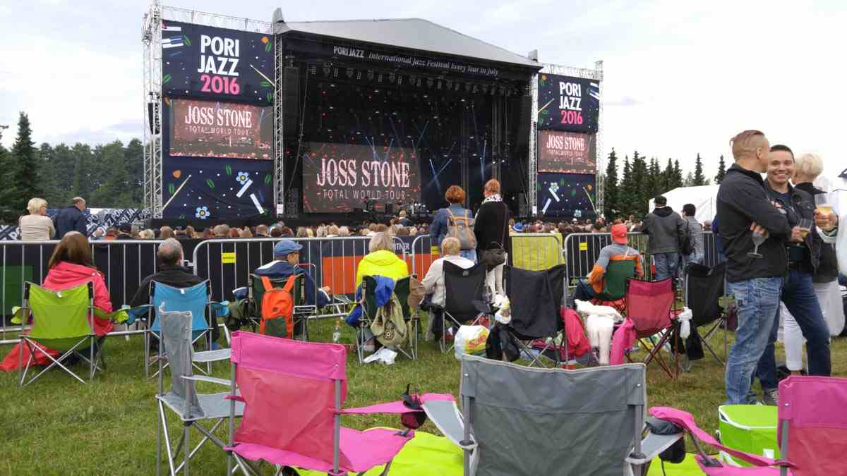 Pori Jazz: A crowd of people in front of the stage arena